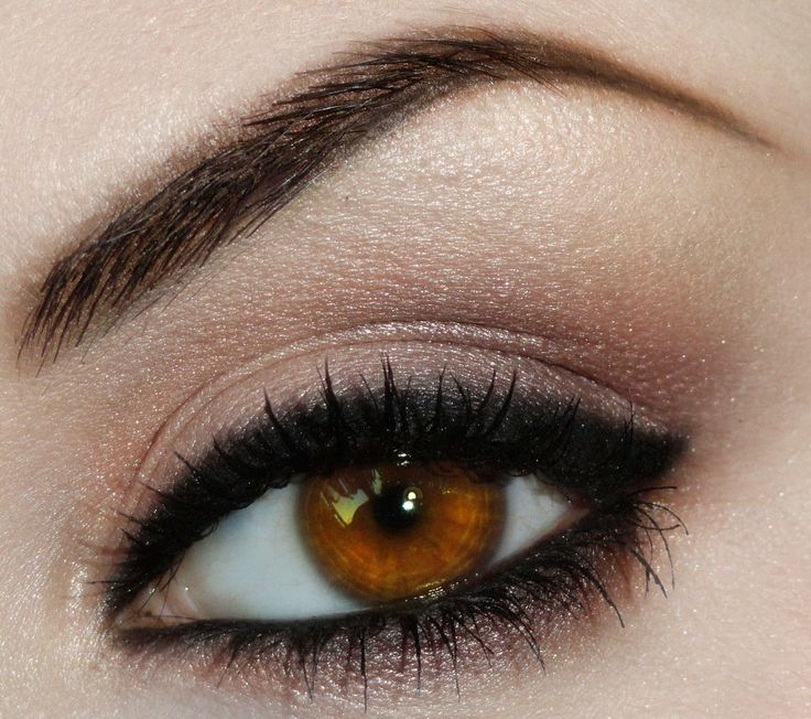 everyday look for brown eyed girls.. I love how they have eyeliner under than eye shadow