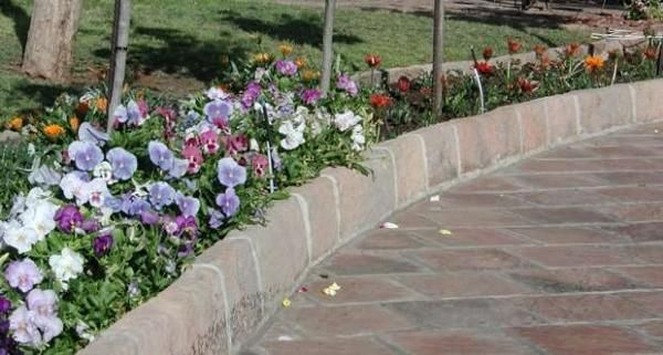 These very popular kerbs are mainly used to create flowerbeds around driveways and walkways