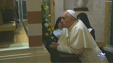 Pape François - Pope Francis - Papa Francesco - Papa Francisco - Assisi 4 octobre 2013, prière devant ste Claire