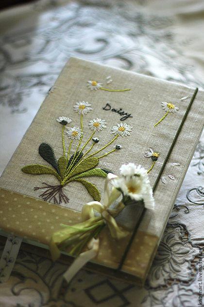 """Handmade notebook with embroidery  /  Блокнот """"Маргаритки"""" с вышивкой по льну — работа дня на Ярмарке Мастеров.  Узнать цену и купить: http://www.livemaster.ru/katrinart"""