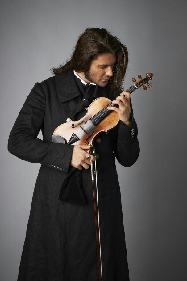 violin + melenas + abrigo :D_
