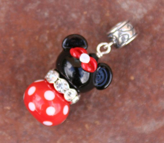 I am great at making MINNIE MOUSE - I am sure I will have to make one like this for my PANDORA CHARM OMG. ♥