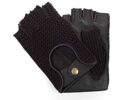 These gloves are made of dark brown deerskin in combination with crochet. The rare and precious deerskin leather offers you a cotton sensation and is very durable. Besides being soft, the gloves are very breathable and will prevent sweating of the palms while driving.
