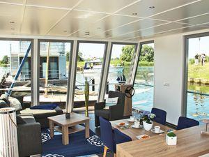 Boot Xenia in Uckermünde + 55m², max 4 Personen + Haustiere erlaubt + Infrarotkabine, möblierte Dachterrasse, Regen-Dusche + inklusive Bettwäsche und Handtücher