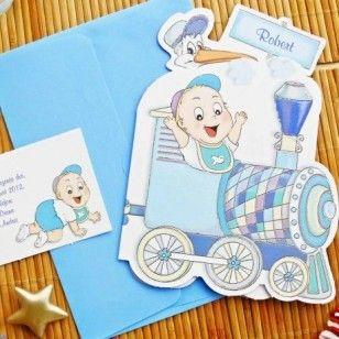 Invitaţii de botez (cod: 15209) www.decoratiuni-nunta.com  Invitatie de botez confectionata din carton alb, sub forma unui trenulet colorat in bleu,ce duce in vagoanele sale un bebelus, o barza, un ursulet si un iepuras.