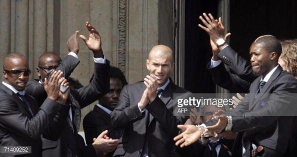 News Photo : French striker Sidney Govou, defender Lilian...