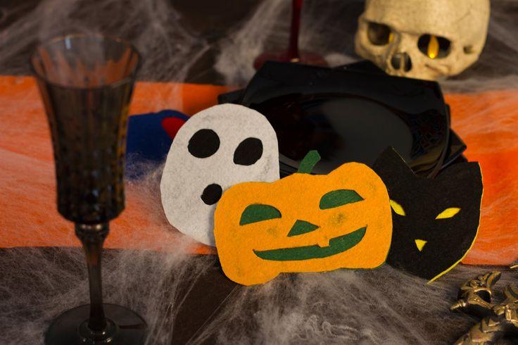 Pour faire une belle table d'Halloween, voici des sous-verres effrayants, et super faciles à faire !