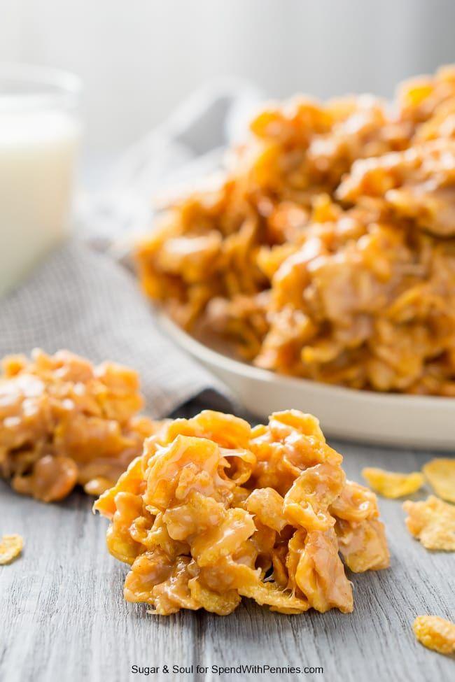 Mantequilla de maní Copos de maíz Sin hornear galletas son un tratamiento fácil y dulce!  Cada uno amará estas galletas masticables, dulces, salados y están listos en ningún momento a todos!