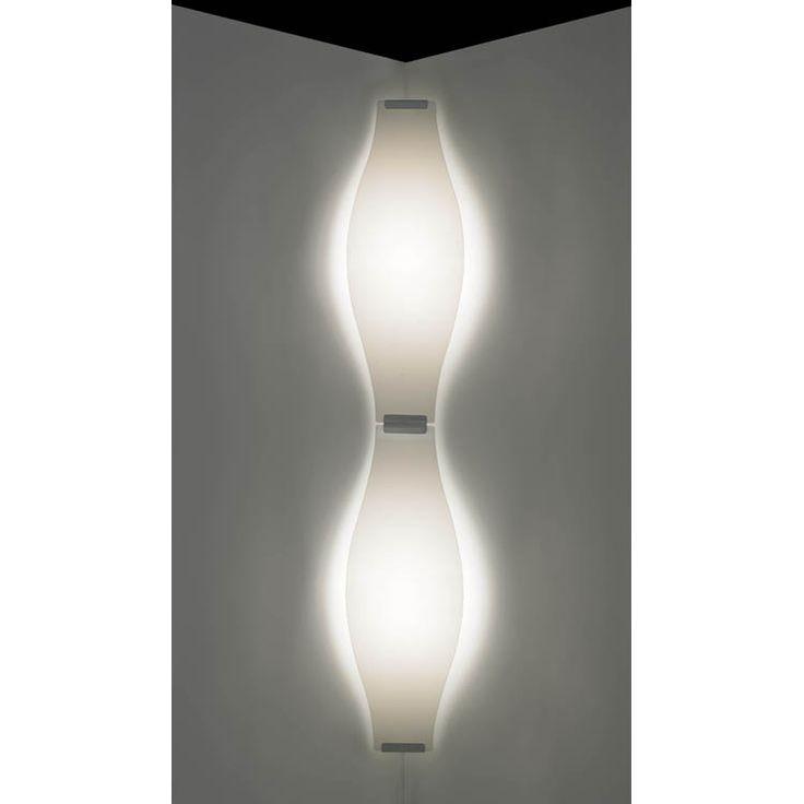 Stella lampe fra Bsweden Belysningsbolaget er en stilfull lampe som sprer et vakkert og behagelig ly...