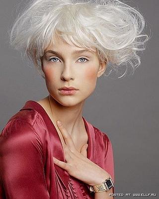 Не нравятся жестко выбеленные волосы, но почему-то притягивает
