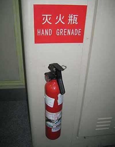 Nein, ich bezweifle, dass das eine Handgranate ist.   32 Schilder, die so hart gescheitert sind, dass es wieder lustig ist