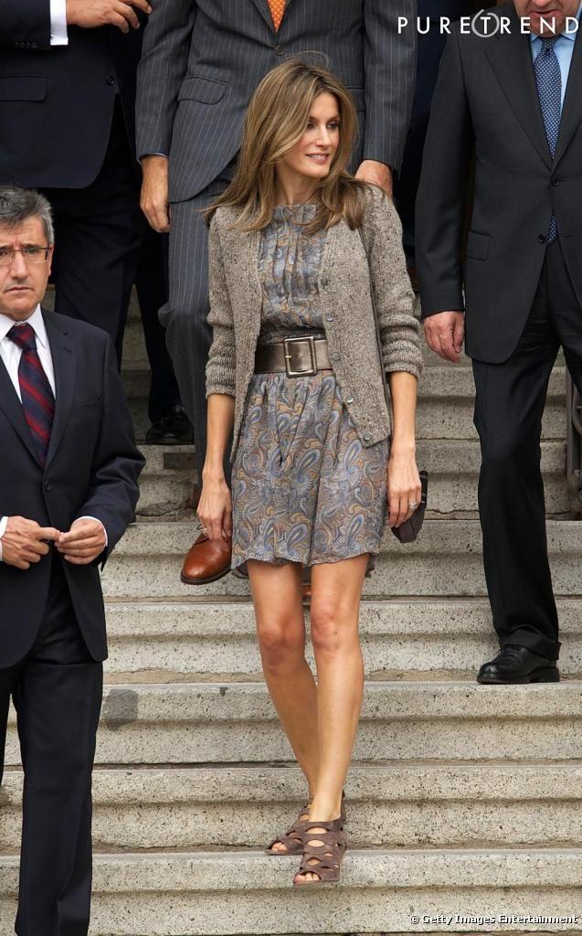 Hoje cedo foi anunciado que o rei Juan Carlos I da Espanha decidiu abdicar em favor do filho, o príncipe Felipe de Borbón, tornando a Princesa Letizia Orti