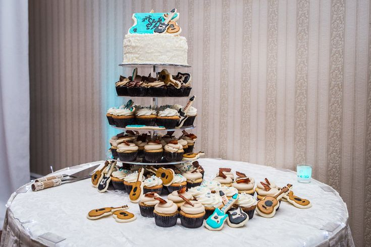 Rock & Roll cake. Rock & Roll Wedding inspiration theme. Wedding reception at crystal grand banquet hall in Mississauga.