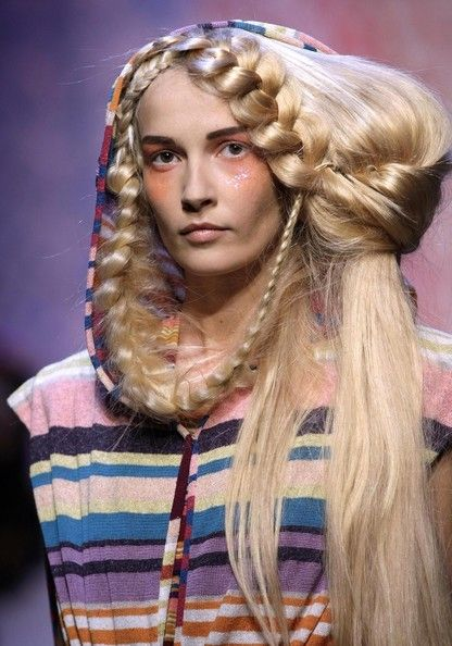Fashion Shows Gone Wrong Crazy Hair Fashion Beautiful