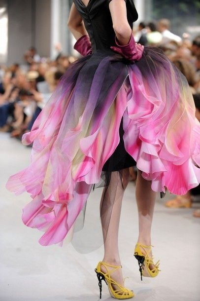 Christian Dior!!!  Upside-down parrot tulip skirt!!!  Magnificent!!! And check out those awesome yellow shoes!...anthers of the tulip?