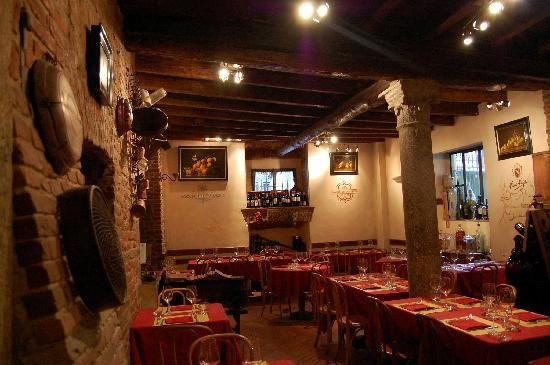 http://dreameat.it/it/living/ristorante-vineria-la-dogana-del-buongusto