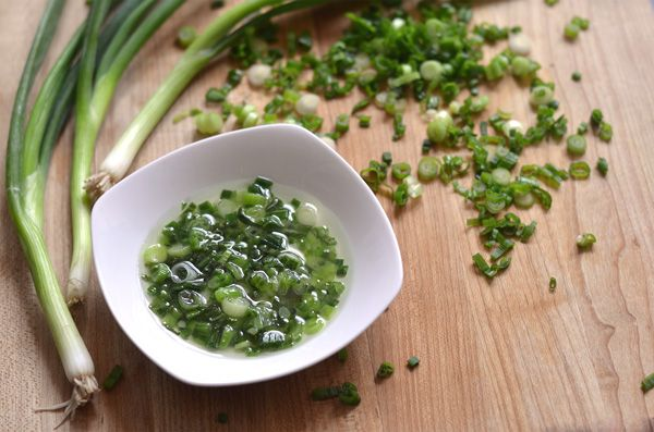 This is a simple garnish of scallion and oil for Vietnamese foods. It's found on a lot of dishes such as búnchả giò,thịt nướng, bánh hỏi, bánhbèo, cơm tấm bì and many others. So it goes very well with grilled meats or rice noodle dishes. Mở hành (litterally oil onion) is a good way to …