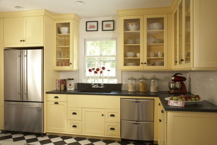 Note the hardware and dark counters.Cabinet Colors, Cheery Yellow, Kitchens Ideas, Yellow Cabinets, Kitchens Cabinets Colors, Kitchens Layout, Yellow Kitchens, Colors Ideas, Kitchen Cabinets