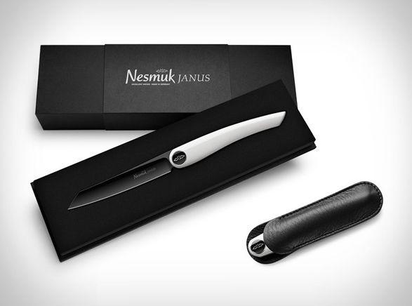 OCanivete Nesmuké uma faca de bolso ultrapequena, ela tem uma apresentação sem costuras ou parafusos expostos, simplesmente uma lâmina de 3,3 polegadas feita de um aço inoxidável especial, e uma alça trabalhada de
