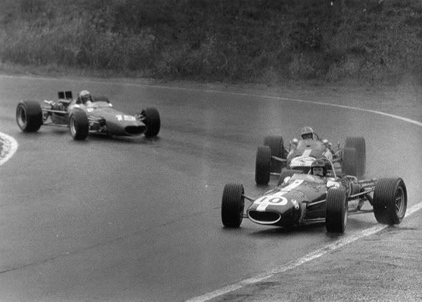 Dan Gurney (Eagle-Weslake V12) leading David Hobbs (Bernard White Racing BRM 2.0 V8) and Bruce McLaren (red McLaren-BRM V12)