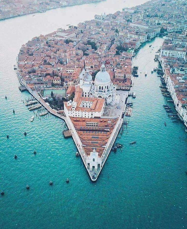 Venice, Italy | summer vibes | summer | beach | bikini | summer shot idea | summer photo ideas | travel | vacation |burga traveling | travel | vacation location | places worth visiting | travel the world | wonderlust | must visit place | travel hacks | travel tips | ways to travel | travels