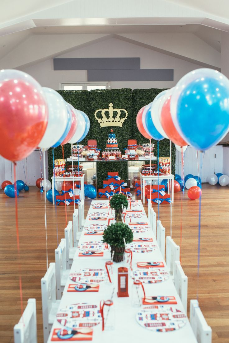 Adorable London inspired 1st birthday party! | Photography: Nisha Ravji - www.nisharavji.com   Read More: http://www.stylemepretty.com/living/2014/09/05/london-calling-1st-birthday-party/