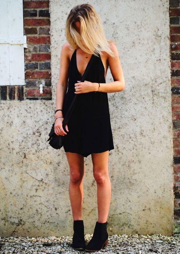 Look todo preto com vestido + ankle boot.
