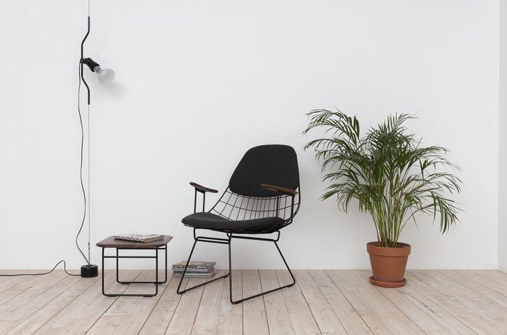 Wat: FM06 fauteuil Ontwerper/fabrikant: Adriaan Dekker en Cees Braakman, Pastoe Herkomst: Nederland Materiaal: Staal, Stof Prijs: € 1.075,-