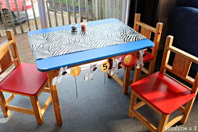 Zebra Party - face painting table