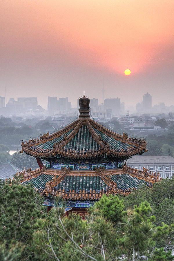 天安門の出口から渡った場所にある。階段を上がると360度北京の町が見渡せる!北京 観光・旅行のおすすめ!