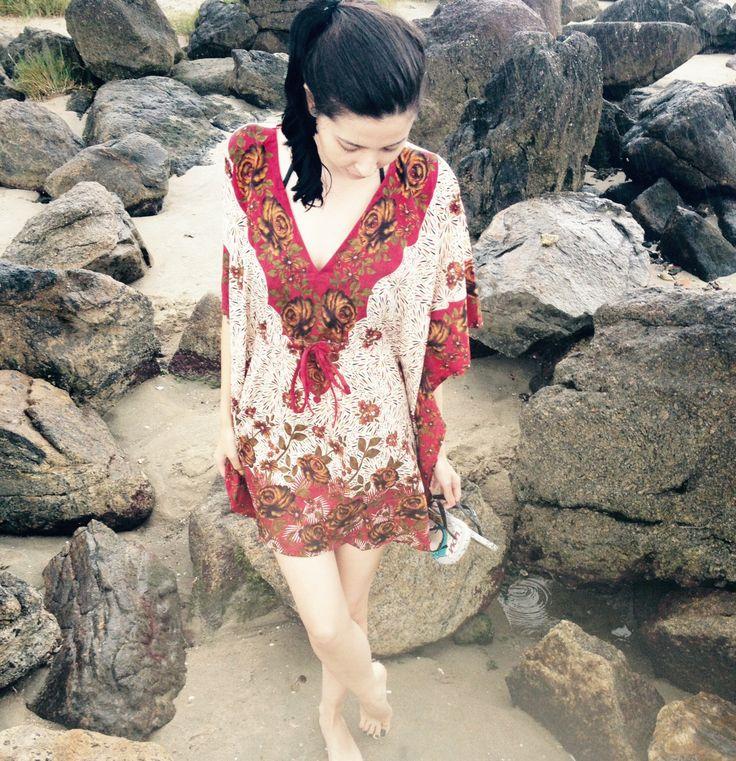 Garotas Enxaqueca: look kaftan na praia