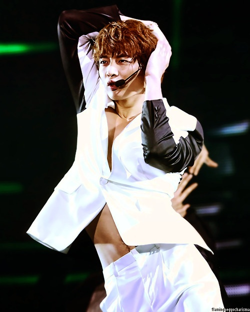 The first and only time Minho was attractive to me...Performing OMG - Usher