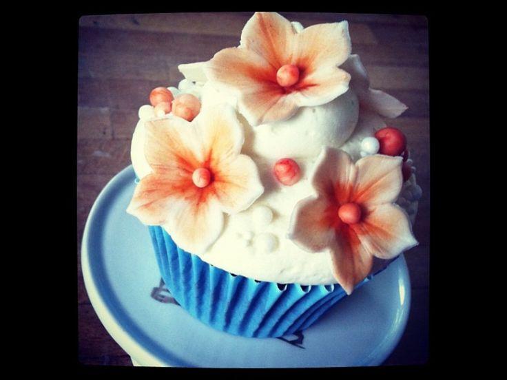 Petunia cupcake