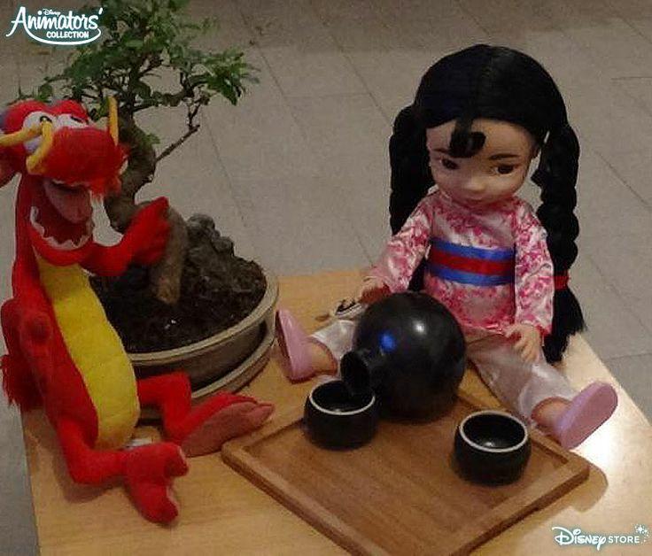 Mulan et Mushu ont toujours grand plaisir à se retrouver autour d'une tasse de thé !