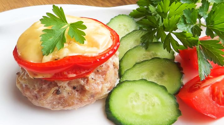 Сочные котлеты под шубой в духовке — это достойная альтернатива классическим жареным котлетам. Но главное, что это вкусное, аппетитное и сытное блюдо совсем не сложно готовить. Рецепт очень...