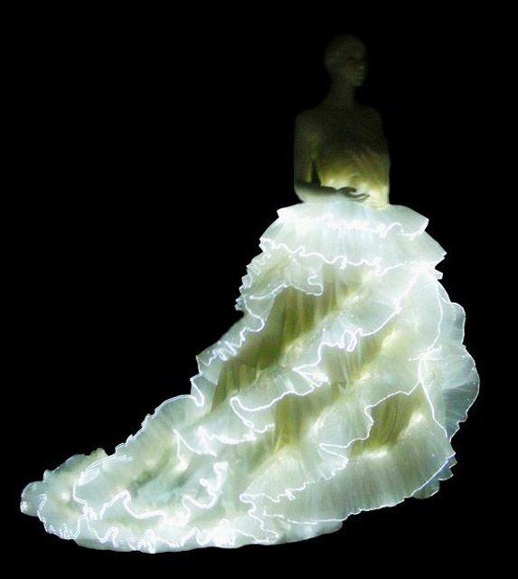 光る服が未来「すぎず」かっこ良すぎる。【洗濯可】:DDN JAPAN
