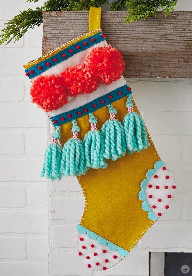 DIY Weihnachtsstrümpfe mit Filzapplikationen und lustigen Verzierungen   – Christmas decorations!