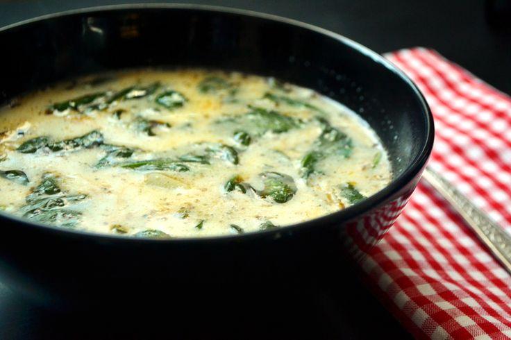 Spenótos, kolbászos leves recept: A karácsonyi és a szilveszteri nehéz ételek után felüdülést jelent ez a leves. Nagyon finom, könnyű, de mégis laktató! :)