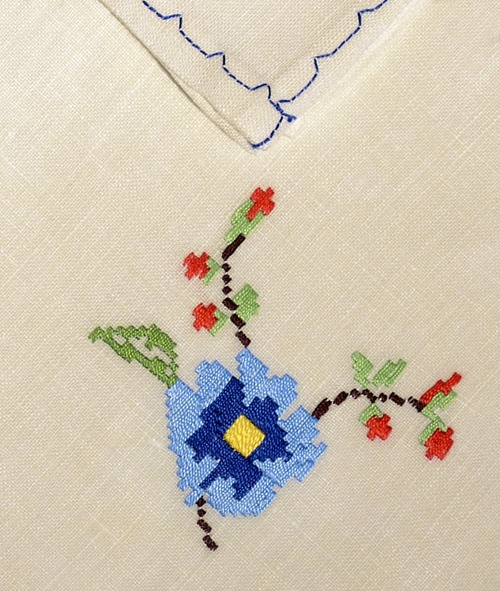 Embroidered linen placemat | lapety.com