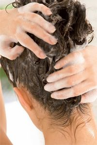 Crée en 1947, la marque Item Dermatologie est devenue une référence dans les soins capillaires et propose une gamme d'hygiènothérapie des cheveux et cuirs chevelus à problèmes et une gamme anti poux destinée au traitement de la pédiculose.