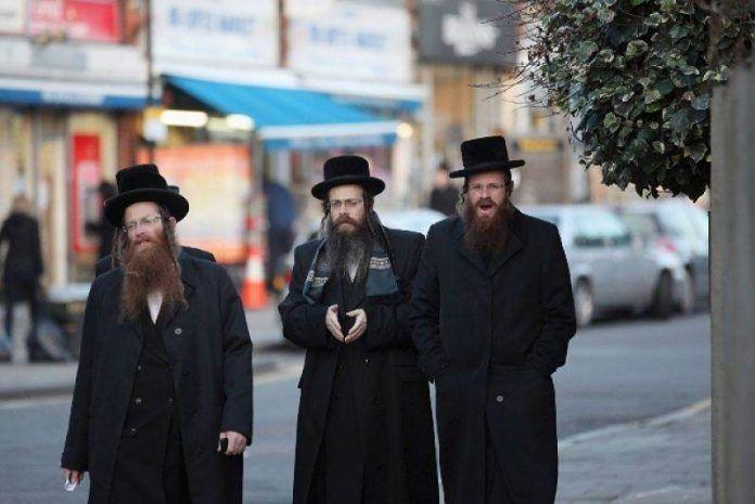 Ezért jobb üzletemberek a zsidók! Íme, 22 szabály, amelyet érdemes betartani, ha sikeresek szeretnénk lenni! Az nyilvánvaló, hogy a zsidók nagyon ügyes kereskedők, de emellett még számos találmány fűződik a nevükhöz, és a művészetek terén is sok kiemelkedő alkotás került ki a kezükből. Most nézzünk 22 szabályt, amit a zsidóktól tanulhatunk, ezáltal sikeresebbek, gazdagabbak lehetünk. […]