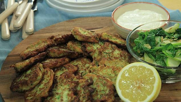 Zucchinibiffarna är goda, nyttiga och perfekta som vardagsmiddag. Grönt är skönt och Jennie Walldéns recept är enkelt och gott!