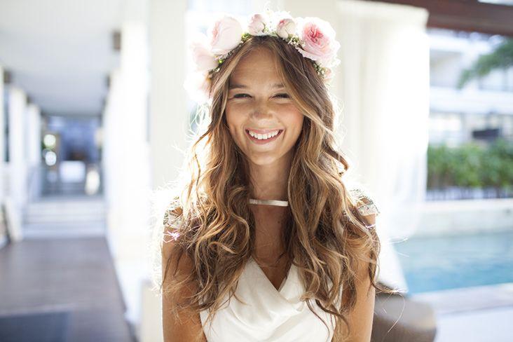 Penteado da noiva solto com flores
