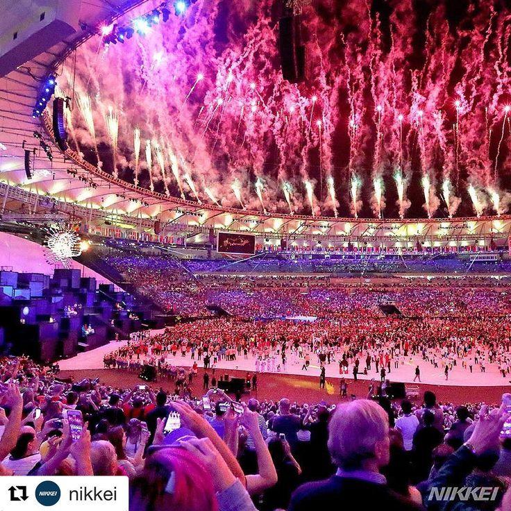 感動のリオオリンピック 開会式の花火の様子 なんだかんだ言っても リオのカーニバルの本場 盛り上げ方や盛り上がり方を知っている ここから感動のステージが始まる…