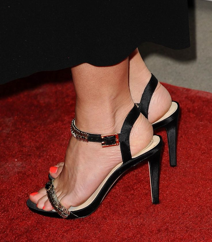 Emily-Blunt-Feet-1552886.jpg (Imagen JPEG, 1573 × 1800 píxeles) - Escalado (33 %)