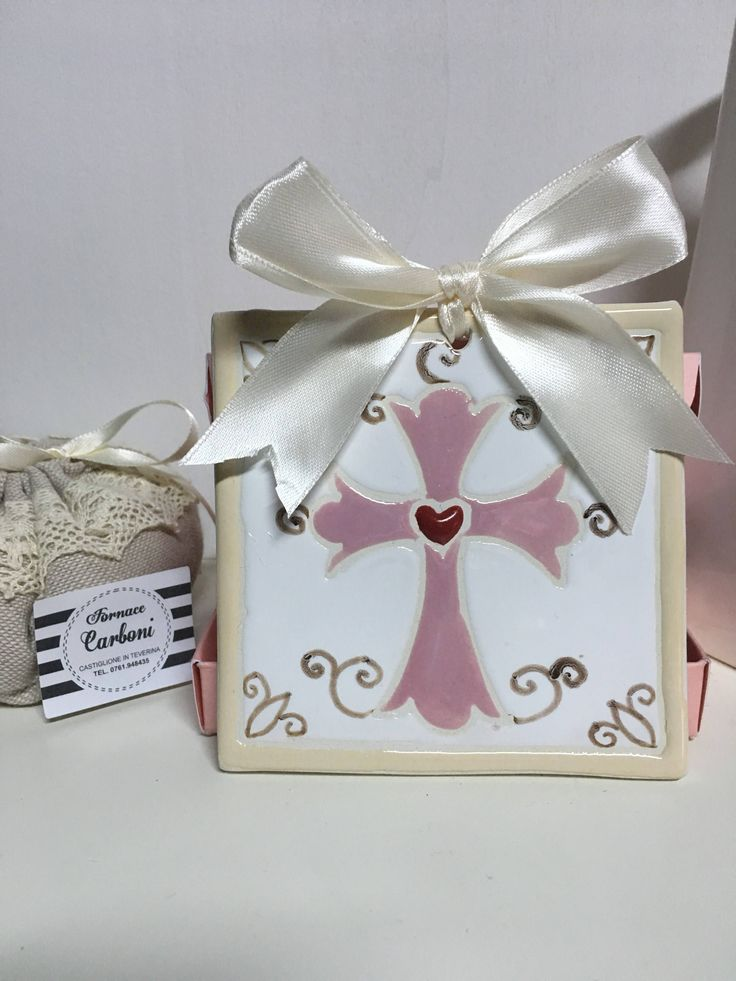 Bomboniera mattonella quadro da appendere in ceramica con croce . Originale, fatto a Mano italia per la tua cerimonia. di CARBONISAMANTA su Etsy