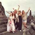 Selamat Datang! (Welkom!) Wij zijn 4 Nederlandse toerisme studenten die het bedrijf Spiritueel Yogya hebben opgericht. Wij willen jullie een kijkje in de mystieke wereld van Yogyakarta - Indonesië. We hopen jullie te inspireren voor een reis naar Yogya!
