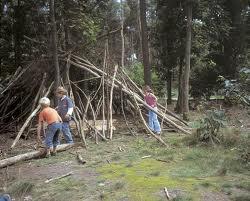 Speelbos De Braakman.       Activiteiten voor kinderen   Klimmen en klauteren, een hut bouwen of kliederen met water. Vies worden mag!