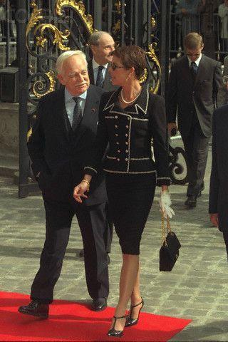 Caroline de Monaco mediados de los 90 con el pelo corto, vestida de Chanel. Caroline de Monaco