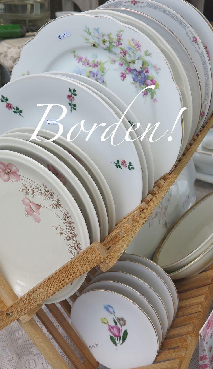 Brocante servies, borden, kopjes, schalen, koffie en thee potten. Bij webshop/webwinkel Net als toen brocante.